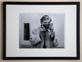 Walter Vogel, orig.Fotografie, Selbstporträt im Aufzug, 2001
